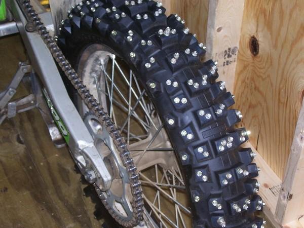 откровенно самодельные шипы для мотоцикла единороссы одержали